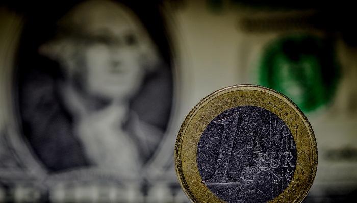 Goldman no prevé que el euro opere por debajo de 1 dólar el 2016