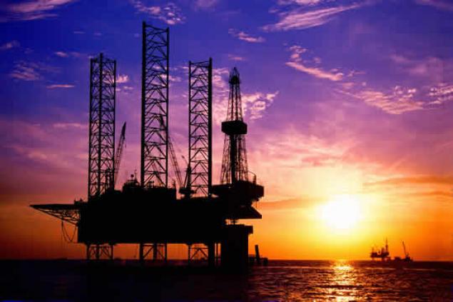El petróleo roza el 10% de caída en el mes